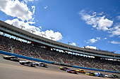 Monster Energy NASCAR Cup Series<br /> TicketGuardian 500<br /> ISM Raceway, Phoenix, AZ USA<br /> Sunday 11 March 2018<br /> A general view of turn one as Kyle Busch, Joe Gibbs Racing, Toyota Camry Skittles Sweet Heat leads<br /> World Copyright: Rusty Jarrett<br /> NKP / LAT Images