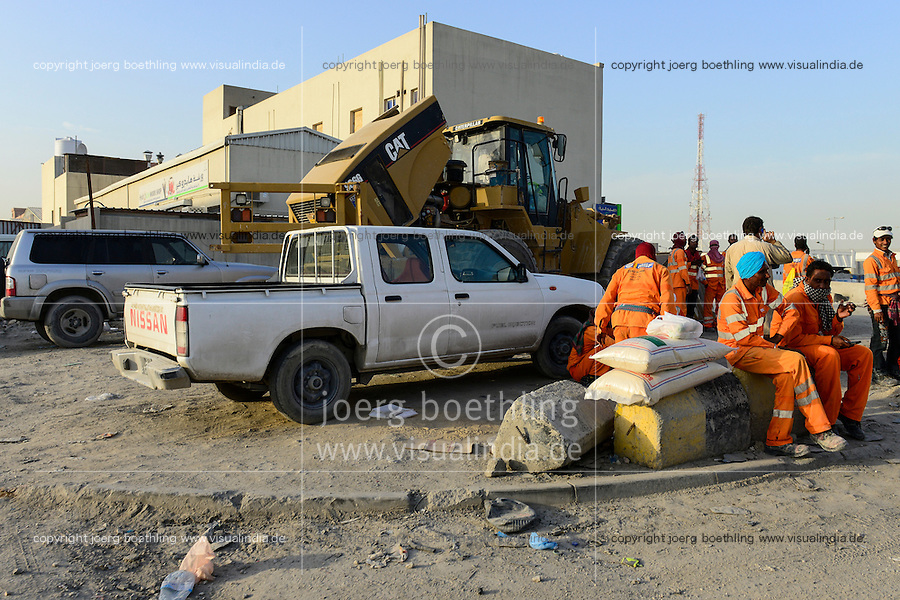 QATAR, Doha, industrial complex outside the city, migrant worker  / KATAR, Doha, Industriekomplex ausserhalb der Stadt, Gastarbeiter