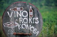 Europe/Croatie/Dalmatie/ Ile de Vis/ Vis: Enseigne  du Domaine  Roki's chez Oliver Roki , Viticulteur et Table d'Hôte