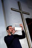 Matteo Salvini scatta una foto sotto un crocifisso<br /> Abbazia di Fiastra, Marche 25-05-2015 Matteo Salvini all' Abbazia di Fiastra<br /> Photo Samantha Zucchi Insidefoto