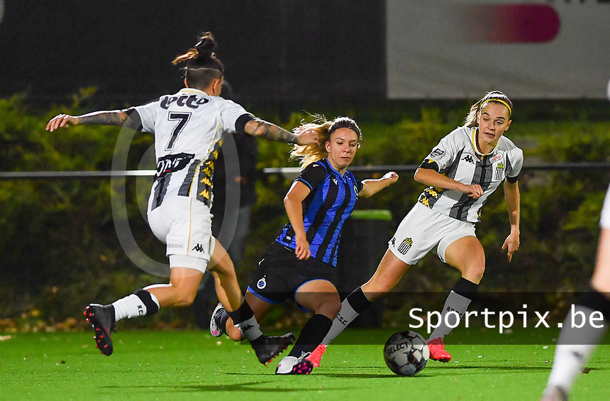 Brugge's Talitha De Groote pictured in between forward Ylenia Carabott of Sporting Charleroi and forward Renate Ly Mehevets of Sporting Charleroi during a female soccer game between Sporting Charleroi and Club Brugge YLA on the fourth matchday of the 2020 - 2021 season of Belgian Scooore Womens Super League , friday 9 nd of October 2020  in Marcinelle , Belgium . PHOTO SPORTPIX.BE | SPP | DAVID CATRY