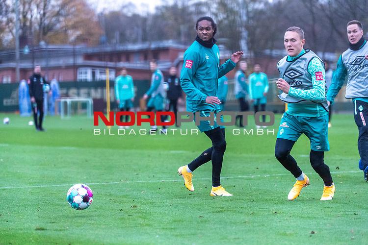 16.11.2020, Trainingsgelaende am wohninvest WESERSTADION - Platz 12, Bremen, GER, 1.FBL, Werder Bremen Training<br /> <br /> Tahith Chong (Werder Bremen #22)<br />  ,Ball am Fuss, <br /> Ludwig Augustinsson (Werder Bremen #05)<br /> <br /> <br /> <br /> Foto © nordphoto / Kokenge *** Local Caption ***