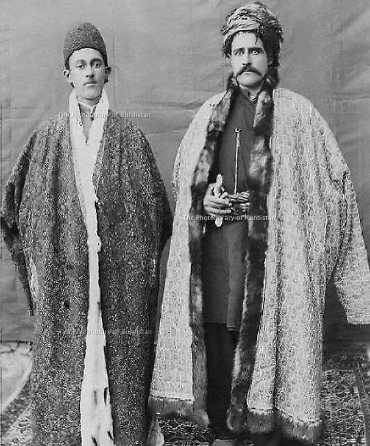 Iran 1901 In Bukan, from left to right, Sardar Mukri and Ahmad Agha Ilkhani, Debukri tribe's chief     Iran 1901 A Bukan, de, Sardar gauche a droite Sardar Mukri et Ahmad Agha Ilkhani, chef de tribu Debukri