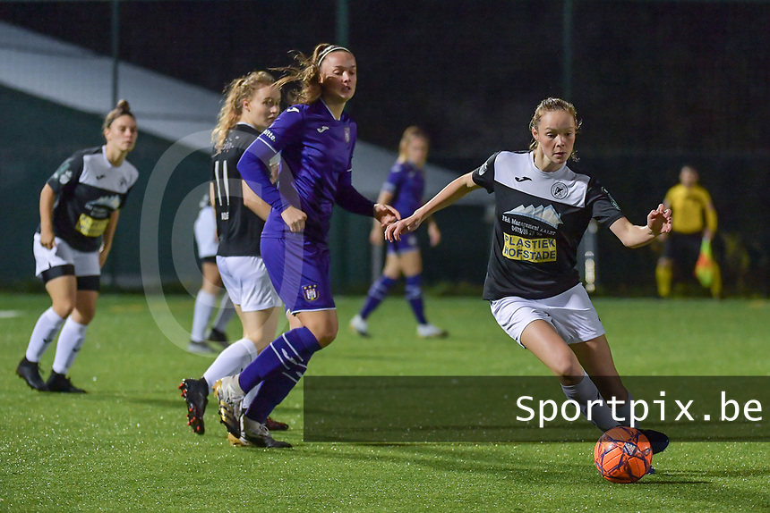 Aalst's forward Daisy Boudewijns (30) with the ball during a female soccer game between RSC Anderlecht Dames and Eendracht Aalst Ladies  on the fourth matchday of the 2020 - 2021 season of Belgian Womens Super League , Tuesday 13 th of October 2020  in ANDERLECHT , Belgium . PHOTO SPORTPIX.BE | SPP | STIJN AUDOOREN