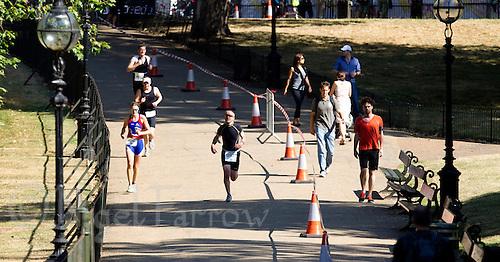 24 JUL 2010 - LONDON, GBR - ITU World Championship Series event Age Group Sprint race (PHOTO (C) NIGEL FARROW)