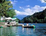 Deutschland, Bayern, Oberbayern, Berchtesgadener Land, Bad Reichenhall, Ruderbootfahrt auf dem Thumsee   Germany, Bavaria, Upper Bavaria, Berchtesgadener Land, Bad Reichenhall, rowing at lake Thumsee