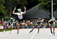 BOGOTA - COLOMBIA - 28-01-2017: Maria Jose Porto, patinadora del Club CMB Cartagena de Bolivar, gana medalla de oro en la prueba Vuelta al Circuito, Prjuvenil Damas, en la IV Valida Nacional Interclubes de Carreras 2017 en el Patinodromo El Salitre de la ciudad de Bogota. /  Maria Jose Porto, skater of Club CMB Cartagena de Bolivar, wins gold medal in the One Lap test in PreJunior Ladies, as part of the IV Interclubs National Valid of Speed Race 2017 at El Salitre Patinodromo in Bogota city Photo: VizzorImage / Luis Ramirez / Staff.