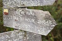 Europe/France/Bretagne/35/Ille et Vilaine/Paimpont: Forêt de Paimpont, mythique Brocéliandre panneaux de sentiers de randonnée GR