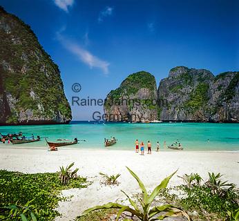Thailand, Krabi Province, Andaman Coast, Ko Phi Phi Leh (Maya Bay): Beach Scene   Thailand, Andamanensee, Ko Phi Phi Leh (Maya Bay): Traumstrand