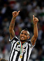Calcio, Serie A: Juventus vs Napoli. Torino, Juventus Stadium, 23 maggio 2015. <br /> Juventus' Arturo Vidal greets fans during celebrations for the victory of the Scudetto at the end of the Italian Serie A football match between Juventus and Napoli at Turin's Juventus Stadium, 23 May 2015.<br /> UPDATE IMAGES PRESS/Isabella Bonotto