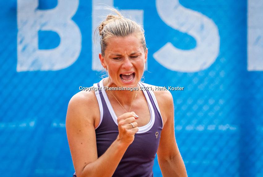 Amstelveen, Netherlands, 10 Juli, 2021, National Tennis Center, NTC, Amstelveen Womans Open, Singles final:  Quirine Lemoine (NED) takes the first set and jubilates.<br /> Photo: Henk Koster/tennisimages.com