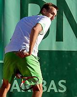 25-05-11, Tennis, France, Paris, Roland Garros, Thomas Schoorel slaat een bal terug tussen zijn benen