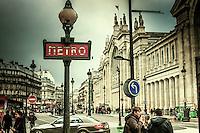 Mise-en-Scene. Parisienne.