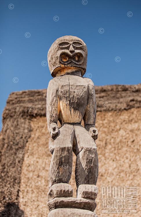 Guardian statue (ki'i) in Pu'uhonua o Honaunau National Historical Park (City of Refuge), Big Island.