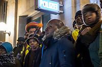 Demonstration am Sonntag den 7. Januar 2018 in Dessau anlaesslich des 13. Todestages des Sierra Leoners Oury Jalloh, der am 7. Januar 2005 unter bislang nicht geklaerten Umstaenden in einer Gewahrsamszelle in der Polizeiwache Wolfgangstrasse, bei lebendigem Leib verbrannte. Der damals wachhabende Dienstgruppenleiter wurde 2012 wegen fahrlaessiger Toetung verurteilt.<br /> Im November 2017 wurde bekannt, dass die Staatsanwaltschaft Dessau-Rosslau davon ausgeht, dass eine Selbstentzuendung durch den gefesselten Oury Jalloh unwahrscheinlich sei und stattdessen den Einsatz von Brandbeschleuniger und die Beteiligung Dritter fuer wahrscheinlich haelt. Der Staatsanwaltschaft wurde jedoch das Verfahren entzogen und an die Staatsanwaltschaft Halle uebergeben die im Oktober 2017 das Verfahren einstellte.<br /> An der Demonstration beteiligten sich ca. 3.500 Menschen.<br /> Im Bild: Die Demonstration fand ihren Abschluss vor der Polizeiwache Wolfgangstrasse. In der Bildmitte: Saliou Diallo, Bruder von Oury Jalloh.<br /> 7.1.2018, Dessau<br /> Copyright: Christian-Ditsch.de<br /> [Inhaltsveraendernde Manipulation des Fotos nur nach ausdruecklicher Genehmigung des Fotografen. Vereinbarungen ueber Abtretung von Persoenlichkeitsrechten/Model Release der abgebildeten Person/Personen liegen nicht vor. NO MODEL RELEASE! Nur fuer Redaktionelle Zwecke. Don't publish without copyright Christian-Ditsch.de, Veroeffentlichung nur mit Fotografennennung, sowie gegen Honorar, MwSt. und Beleg. Konto: I N G - D i B a, IBAN DE58500105175400192269, BIC INGDDEFFXXX, Kontakt: post@christian-ditsch.de<br /> Bei der Bearbeitung der Dateiinformationen darf die Urheberkennzeichnung in den EXIF- und  IPTC-Daten nicht entfernt werden, diese sind in digitalen Medien nach §95c UrhG rechtlich geschuetzt. Der Urhebervermerk wird gemaess §13 UrhG verlangt.]