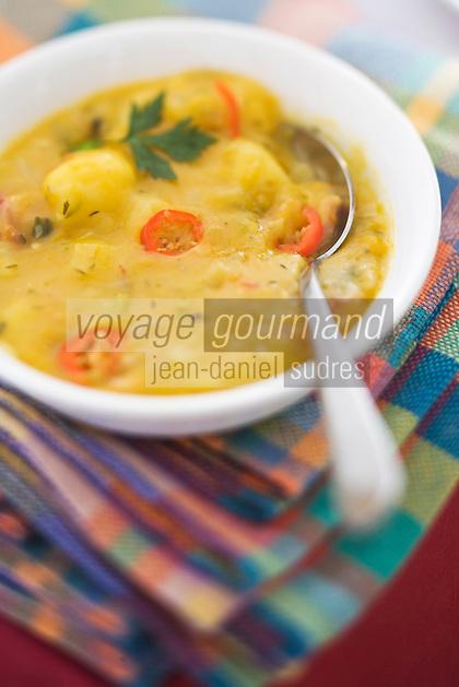 """France/DOM/Martinique/Grand-Rivière :  La Migan de fruit à pain , purée  de fruits à pain et viande de porc Recette d' Arlette  du Restaurant """"Chez Tante Arlette"""""""