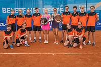 Amstelveen, Netherlands, 10 Juli, 2021, National Tennis Center, NTC, Amstelveen Womans Open, Singles final:  Quirine Lemoine (NED) and Yana Mordeger (GER) with the ballkids<br /> Photo: Henk Koster/tennisimages.com