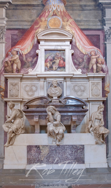 Europe, Italy, Tuscany, Florence, Michaelangelo's Tomb inside Basilica di Santa Croce