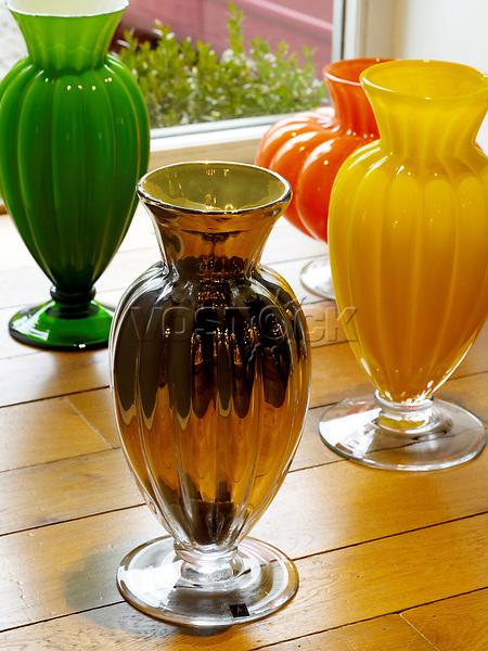 Tschechische Republik, Prag, Material, bohemien Glas Kristallkunst, <br /> <br /> (Bildtechnik: sRGB, <br /> 90.55 MByte vorhanden)<br /> <br /> English: Prague, Czech Republic, Europe, 11 April 2010. Here: Bohemian glass and crystal, coloured, vase, vases, glassware, arts and crafts, craftware