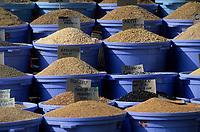 """Europe/Turquie/Istanbul : Marché du bazar aux épices """"Misir Carsisi"""", graines //  Europe / Turkey / Istanbul: Market of the spice bazaar """"Misir Carsisi"""", seeds"""