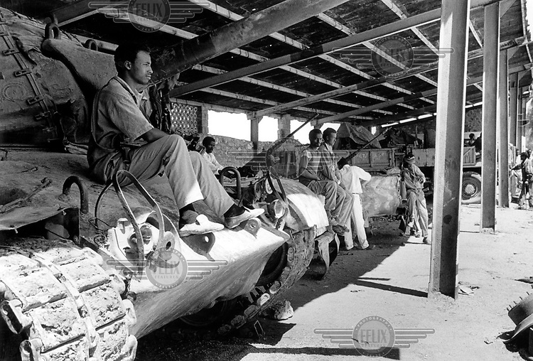 ©Hamish Wilson/Panos Pictures..Somaliland. Men guarding heavy weapons in an assembly camp near hargeysa following their surrender early in the year.