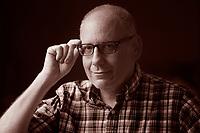 David Leavitt è uno scrittore statunitense, omosessuale dichiarato.<br /> Figlio di un professore presso la Facoltà di Business della Stanford University di Palo Alto, Leavitt ha trascorso la sua infanzia serenamente con la famiglia e si è trasferito all'Est nel periodo degli studi universitari per iscriversi all'Università di Yale dove ha studiato Composizione Creativa e dove si è laureato nel 1983.