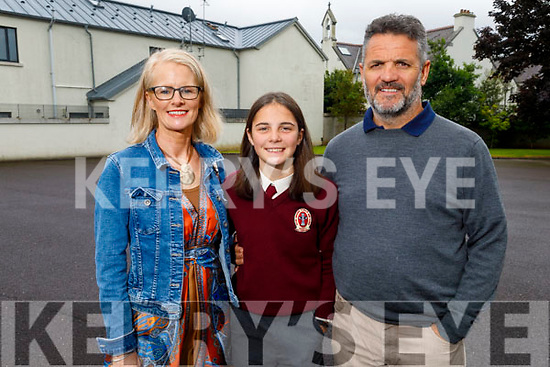 Saorise O'Connor McCarthy from The Kerries Tralee graduating from Moyderwell NS on Friday. <br /> L to r: Patricia O'Connor and Colm McCarthy.