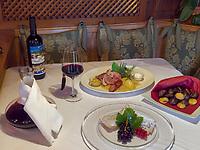 Törggelen bei Gasthaus Gstör, Algund bei Meran, Region Südtirol-Bozen, Italien, Europa<br /> wine tasting Törggelen, Restaurant Gstör, Lagundo near Merano, Region South Tyrol-Bolzano, Italy, Europe