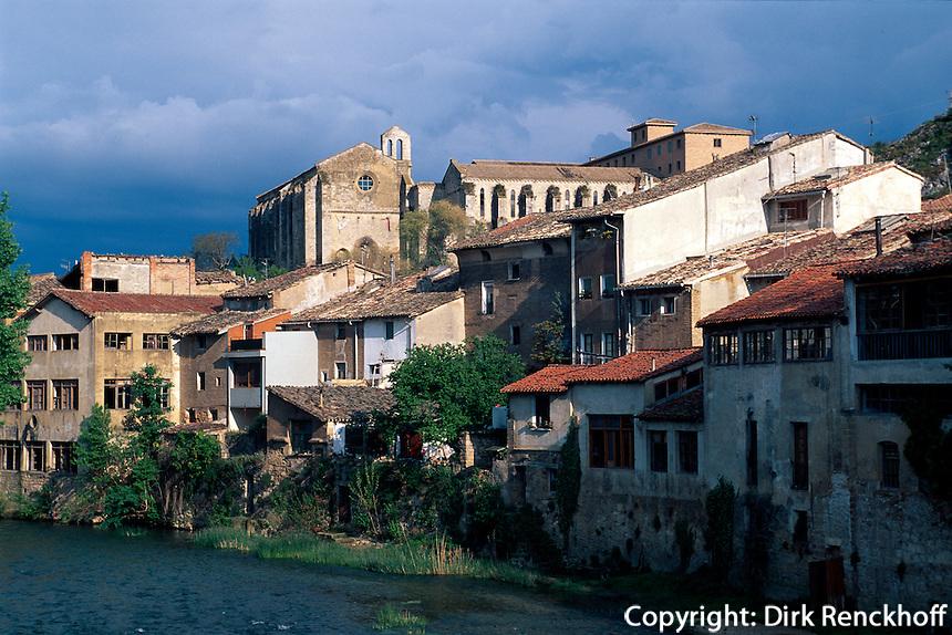 Spanien, Navarra, Estella, Flußpanorama