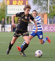 AA Gent - Telstar :<br /> <br /> Jassina Blom (R) in achtervolging op Karin Legemate (L)<br /> <br /> foto Dirk Vuylsteke / Nikonpro.be