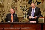 """King Juan Carlos and Luis Maria Linde during the """"Premio de Economía Rey Juan Carlos"""" to Jose Luis Garcia Delgado at Banco de España in Madrid. November 17, Spain. 2016. (ALTERPHOTOS/BorjaB.Hojas)"""
