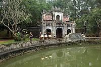 Vietnam. Nuns at Tu Hieu Temple