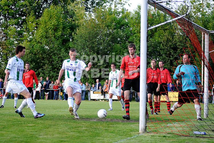 voetbal vv eenrum - fc groningen vriendschappelijk seizoen 2007-2008 15-05-2008 marnix kolder scoort..fotograaf Jan Kanning