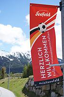 Fahnen an den Straßen heißen die Deutsche Nationalmannschaft in Seefeld willkommen - Seefeld 22.05.2021: Trainingslager der Deutschen Nationalmannschaft zur EM-Vorbereitung
