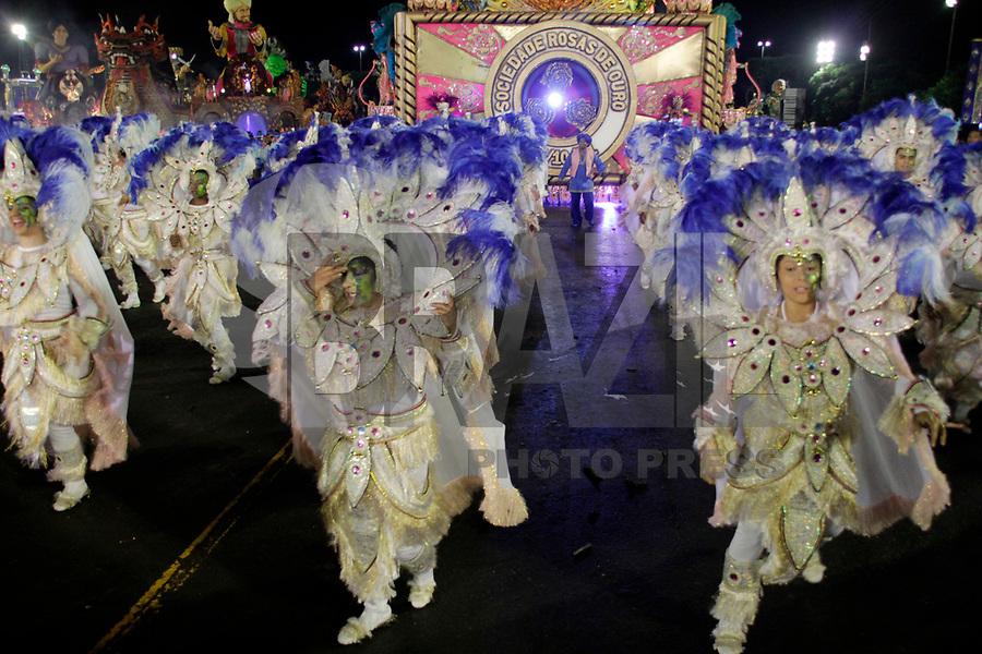 SÃO PAULO, SP, 04 DE MARÇO DE 2011 - CARNAVAL 2011 - Desfile da Rosas de Ouro <br /> primeiro dia dos desfiles das escolas do Grupo Especial de São Paulo, no Sambódromo do Anhembi, zona norte da capital paulista, nesta sexta-feira. (FOTO:ALE VIANNA / NEWS FREE).
