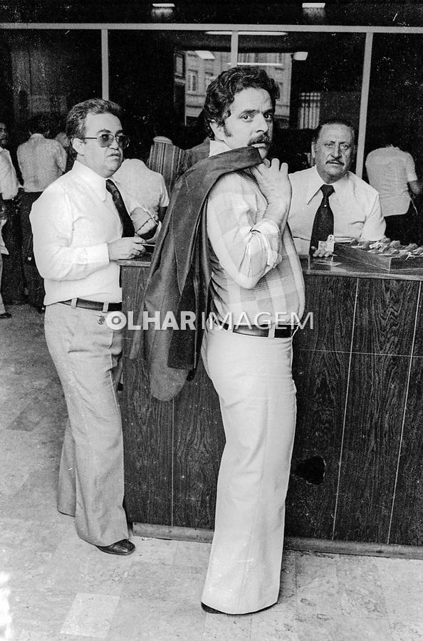 Lula e Dr. Mauricio em depoimento no DOPS, Sao Paulo. 26.10.1977. Foto de Juca Martins.