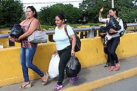 CUCUTA Y UREÑA- PUENTE INTERNACIONAL  FRANCISCO DE PAULA SANTANDER Y SIMÓN BOLÍVAR-COLOMBIA, 10-07- 2016.Situación del puente esta mañana cuando el presidente de Venezuela Nicolas Maduro abrió la forntrera  con Colombia por una horas para que los venezolanos de la zona se abastecieran de mercados en Colombia . Photo:VizzorImage / Manuel Hernández / Contribuidor