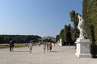 Park der Spätbarocken Sommerresidenz Schloss Schönbrunn, Wien, Österreich, UNESCO-Weltkulturerbe<br /> Park of  late Baroque summerresidence Schloss Schönbrunn, Vienna, Austria, world heritage