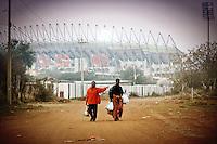 Due donne del villaggio di Sun City tornano a casa con alle loro spalle il Royal Bafokeng Stadium.USA Ghana 1-2 - USA vs Ghana 1-2.Ottavi di finale - Round of 16 matches.Campionati del Mondo di Calcio Sudafrica 2010 - World Cup South Africa 2010.Royal Bafokeng Stadium, Rustenburg, 26 / 06 / 2010.© Giorgio Perottino / Insidefoto .