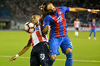 BARRANQUIILLA - COLOMBIA, 19-09-2017: Luis Diaz Marulanda (Izq) del Atlético Junior de Colombia disputa el balón con Juan Jose Aguilar (Der) jugador de Cerro Porteño de Paraguay durante partido de vuelta por los octavos de final, llave 5, de la Copa CONMEBOL Sudamericana 2017  jugado en el estadio Metropolitano Roberto Meléndez de la ciudad de Barranquilla. / Luis Diaz Marulanda (L) player of Atlético Junior of Colombia struggles the ball with Juan Jose Aguilar (R) player of Cerro Porteño of Paraguay during second leg match for the eight finals, key 5, of the Copa CONMEBOL Sudamericana 2017played at Metropolitano Roberto Melendez stadium in Barranquilla city.  Photo: VizzorImage/ Alfonso Cervantes / Cont