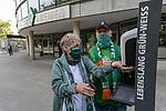 19.09.2020, wohninvest Weserstadion, Bremen, GER,  SV Werder Bremen vs Hertha BSC Berlin, <br /> <br /> <br />  im Bild<br /> <br /> Fans freuen sich wieder bei den Spielen zu sein<br /> <br /> Hygiene Vorschrift<br /> <br /> Foto © nordphoto / Kokenge<br /> <br /> DFL regulations prohibit any use of photographs as image sequences and/or quasi-video.