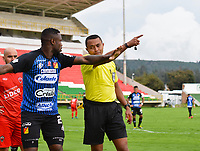 TUNJA -COLOMBIA, 7-11-2020.Keiner Jimenez referee central.Patriotas  Boyacá y el Deportivo Pereira  en partido por la fecha 18 de la Liga BetPlay DIMAYOR I 2020 jugado en el estadio La Independencia de la ciudad de Tunja. /Keiner Jimenez central referee.Patriotas  Boyaca  and Deportivo Pereira in match for the date 18 BetPlay DIMAYOR League I 2020 played at La Independencia stadium in Tunja city: VizzorImage/ Edward Leguizamon/ Contribuidor