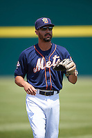 Binghamton Mets third baseman Derrik Gibson (15) warms up before a game against the Richmond Flying Squirrels on June 26, 2016 at NYSEG Stadium in Binghamton, New York.  Binghamton defeated Richmond 7-2.  (Mike Janes/Four Seam Images)
