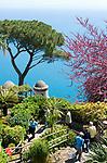 ITA, Italien, Kampanien, Ravello: Ausblick vom Park der Villa Rufolo auf die Amalfikueste | ITA, Italy, Campania, Ravello: view from Garden of Villa Rufolo across Amalfi Coast