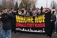 """Ca. 550 Neonazis, Hooligans, NPD-Mitglieder und Mitglieder der Neonazipartei """"Die Rechte"""", sowie eine sog. Buergerinitiative """"Gegen Asylmissbrauch den Mund aufmachen"""" protestierten am Samstag den 22. November 2014 gegen ein Fluechtlingsheim in Berlin Marzahn-Hellersdorf gegen eine geplante Unterkunft fuer Fluechtlinge.<br /> Dagegen protestieren bereits Stunden vor dem Aufmarsch ueber 3.500 Menschen an mehreren Punkten der Marschroute. Die Polizei lies sie zunaechst gewaehren.<br /> Bis zum Einbruch der Dunkelheit konnte der rechtsradikale Aufmarsch nur ca. 70 Meter Wegstrecke zurueck legen und wurde dann von der Polizei in einer chaotischen Aktion zum S-Bahnhof gebracht. Gegendemonstranten gelang es nach unverstaendlichen Polizeimanoevern bis auf wenige Meter an die Rechtsradikalen zu gelangen und es kam zu Auseinandersetzungen bei denen beide Seiten sich mit Flaschen, Steinen und Feuerwerkskoerpern beworfen.<br /> 22.11.2014, Berlin<br /> Copyright: Christian-Ditsch.de<br /> [Inhaltsveraendernde Manipulation des Fotos nur nach ausdruecklicher Genehmigung des Fotografen. Vereinbarungen ueber Abtretung von Persoenlichkeitsrechten/Model Release der abgebildeten Person/Personen liegen nicht vor. NO MODEL RELEASE! Nur fuer Redaktionelle Zwecke. Don't publish without copyright Christian-Ditsch.de, Veroeffentlichung nur mit Fotografennennung, sowie gegen Honorar, MwSt. und Beleg. Konto: I N G - D i B a, IBAN DE58500105175400192269, BIC INGDDEFFXXX, Kontakt: post@christian-ditsch.de<br /> Bei der Bearbeitung der Dateiinformationen darf die Urheberkennzeichnung in den EXIF- und  IPTC-Daten nicht entfernt werden, diese sind in digitalen Medien nach §95c UrhG rechtlich geschuetzt. Der Urhebervermerk wird gemaess §13 UrhG verlangt.]"""