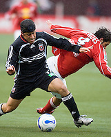 DC United's (11) Alecko Eskandarian battles Red Bulls (4) Carlos Mendes for the ball during the 1st half. DC United defeated the Red Bulls 4-1 at Giant's Stadium, East Rutherford, NJ, on April 22, 2006.