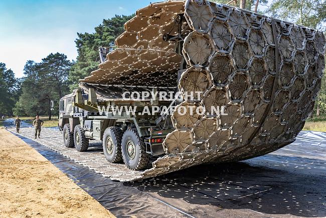 Nijmegen, 250821<br /> Bouw kamp Heumensoord. <br /> Defensie zorg voor infrastructuur en besteedt de bouw van het kamp uit aan Losberger De Boer. <br /> In het kamp komen vluchtelingen uit Afghanistan. <br /> Foto: Sjef Prins  APA Foto