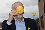 © Joel Goodman - 07973 332324 . 24/09/2016 . Liverpool , UK . JEREMY CORBYN drinks tea during a visit to Beaconsfield Community House in Birkenhead , following his victory declaration . The centre provides clothes and food that would otherwise be destined for waste from supermarkets , to local residents in need . Photo credit : Joel Goodman