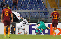 Calcio, Europa League: Roma vs Astra Giurgiu. Roma, stadio Olimpico, 29 settembre 2016.<br /> Astra Giurgiu's Viorel Nicoara, second from left, is challenged by Roma's goalkeeper Wojciech Szczesny, second from right, during the Europa League Group E soccer match between Roma and Astra Giurgiu at Rome's Olympic stadium, 29 September 2016. Roma won 4-0.<br /> UPDATE IMAGES PRESS/Riccardo De Luca