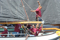 SKUTSJESILEN: LANGWEER: 25-07-2013, SKS skûtsjesilen, Uitbundige blijdschap bij schipper Lodewijk Meeter en zijn bemanning, Huizum wint, ©foto Martin de Jong